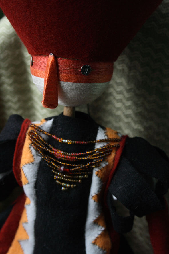 Marioneta hilo roja