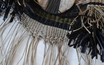 Collar en ocres y negro con pieza de rakú